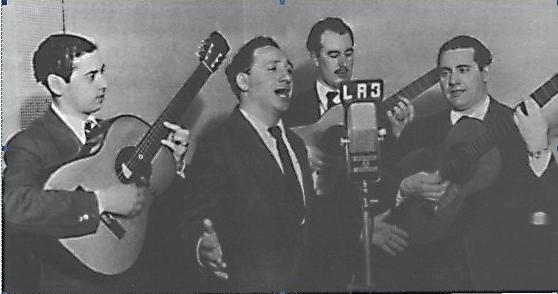 Antonio Maida sing on Radio Belgrano accompanied by Ubaldo De Lio and Hector Davis
