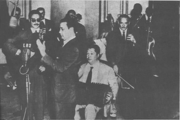 The Troilo-Grela quartet in 1953, Radio Belgrano. Cacho Diaz Zaldivar and directors Kicho.